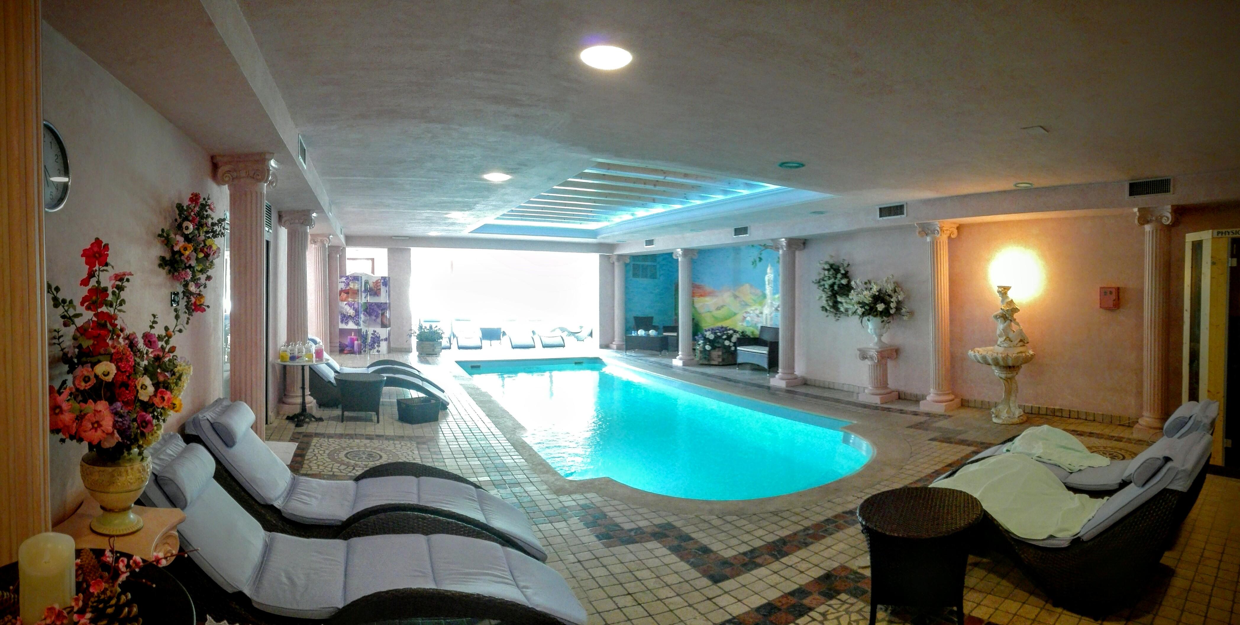 La zona di relax con piscina Sophie